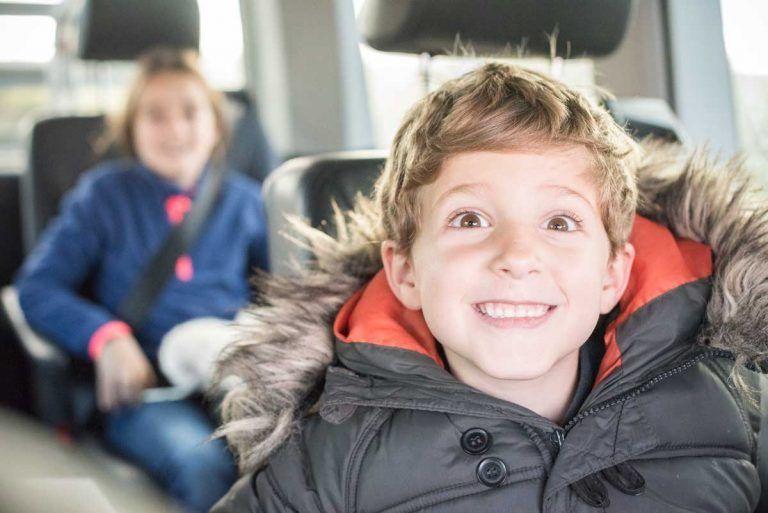 en coche con niños