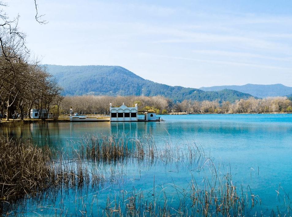 El lago de Banyoles y sus alrededores  con niños